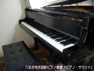 教室のグランドピアノ