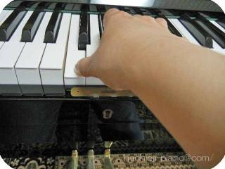 アップライトピアノの真ん中のド
