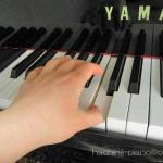 ピアノ初心者の左手はどこから弾くの?